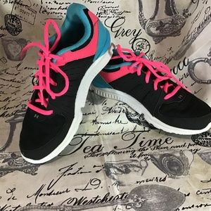 Under Armour MicroG Sneaker Color Block Athletic